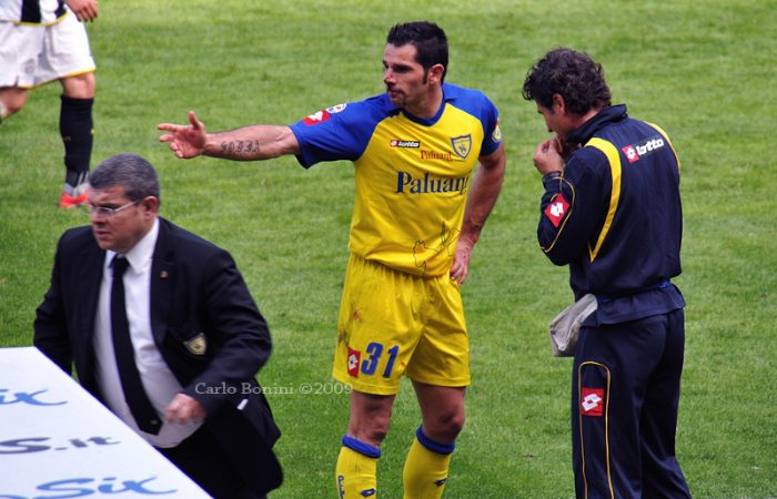 Sergio Pellissier sanguinante a bordo campo durante Juventus - Chievo Verona dove segnerà una tripletta