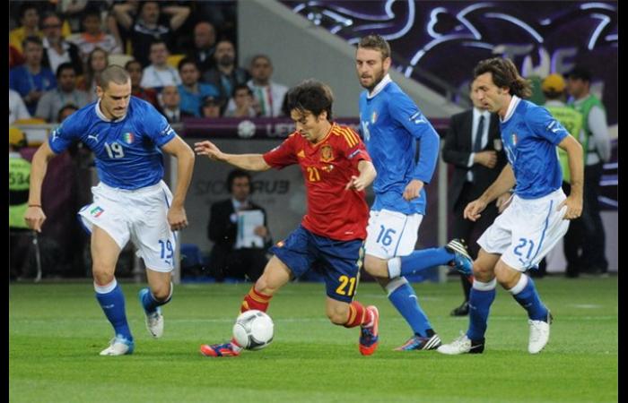 De Rossi contro la Spagna. Fonte: football.ua [CC BY-SA 3.0] Daniele De Rossi contro la Spagna